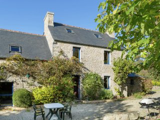 Kergallic - Charming farmhouse with a garden and a private pool, at 800m from the Ocean - Plouneour-Trez vacation rentals