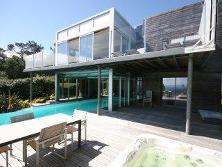 Bay View - Modern villa with sea views, pool and jacuzzi on the Crozon Peninsula - Telgruc-sur-Mer vacation rentals