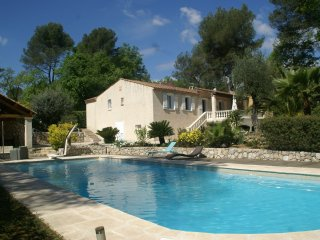 Villa Roquefort les Pins - Villa with beautiful, sheltered garden, Jacuzzi and private swimming pool in lovely surroundings. - Roquefort les Pins vacation rentals