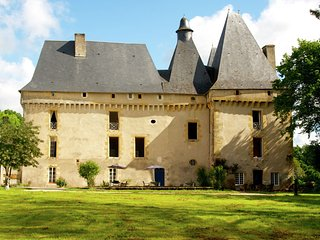 Le Grand Gite du Chateau - Very spacious cottage with a separate guest house on a medieval domain. - Chalais vacation rentals