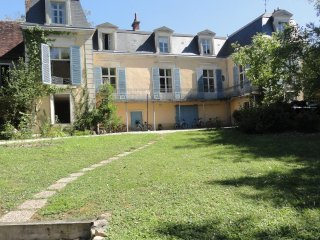 Beautiful 19th century renovated family home on outskirts of medi-evil village - Le Pechereau vacation rentals