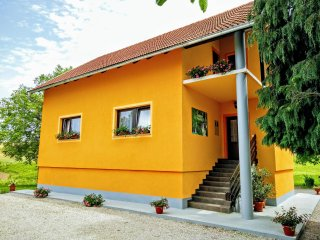 2 bedroom Condo with Internet Access in Grabovac - Grabovac vacation rentals