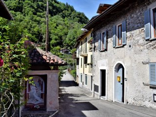 Old rural house near Caldè - Castelveccana vacation rentals