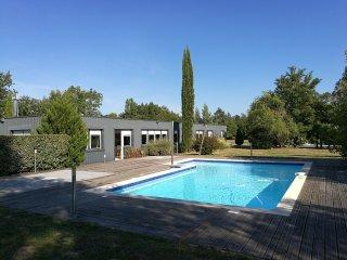 Villa 300 m2 avec piscine sur 1 ha au coeur des vignobles de Bordeaux - Saint-Andre-De-Cubzac vacation rentals