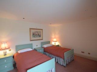Tigh Chailein, Isle of Harris,  Sea Loch views, sleeps 2- 9 - Isle of Scalpay vacation rentals