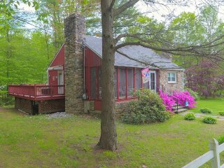 Cozy, dog-friendly Maine cottage with spacious deck and nearby beaches! - York vacation rentals
