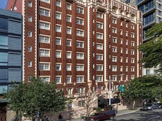 2 BR FIVE-STAR CONDO IN DOWNTOWN SEATTLE SLEEPS 6 - Seattle vacation rentals