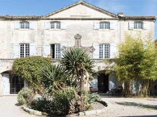 Provence Home Between Avignon and Arles, 8 Ensuite Bedrooms, Saltwater Pool - Vallabregues vacation rentals