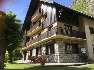 Catered or Self-catered chalet close to Les Deux Alpes gondola and Alpe d'Huez - Vénosc vacation rentals