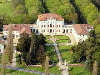 Villa Veneta Padova - Exclusive accommodation in a historic Venetian villa, private pool and garden. - Piombino Dese vacation rentals