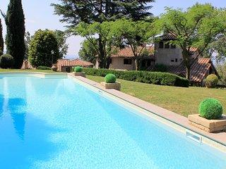 Villa Montopoli - Luxury villa with tower, private pool and garden in beautiful hills near Rome - Montopoli di Sabina vacation rentals