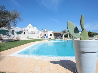 Villa Viviana - luxury villa with private swimming pooln with whirlpool. Also ideal for children - Castellana Grotte vacation rentals