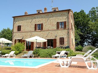 Villa Sirena - A renovated farmhouse in Penna San Giovanni with private pool - Penna San Giovanni vacation rentals