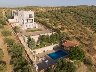 Bright 5 bedroom House in Tylissos - Tylissos vacation rentals