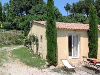 En Provence, gîte pour 2 personnes dans domaine 4 hectares - Saint Chamas vacation rentals