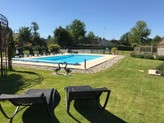 Holiday house with pool and tennis court - 10 mn from Montreuil - Montreuil-sur-Mer vacation rentals