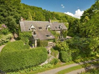 The Snug Bed & Breakfast, Gardener's Cottage, Fortingall, near Aberfeldy - Fortingall vacation rentals