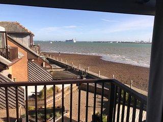 Stunning 3 bed beach house sleeps 4+ - Southampton vacation rentals