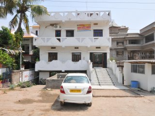 20 bedroom Guest house with Internet Access in Bodh Gaya - Bodh Gaya vacation rentals
