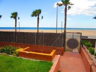 Comfortable 2 bedroom Tarragona Condo with A/C - Tarragona vacation rentals