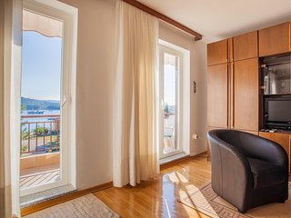 Sunny 2 bedroom Condo in Cres - Cres vacation rentals