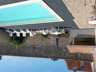 Wijn chateau met privézwembad aan dorpsplein op 10 km afstand van Oceaan - Saint-Vivien-de-Medoc vacation rentals