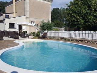 Maison de caractère  avec piscine chauffée - Le Coudray-Macouard vacation rentals