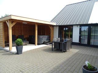 5- sterren boerderijappartement met eigen terras (en buiten jacuzzi) - Dalerveen vacation rentals
