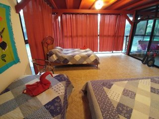 Near Manuel Antonio with A/C, Jaccuzi, Pool, Tennis Club - Quepos vacation rentals