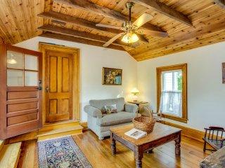 Victorian Seasons one bedroom duplex farmhouse - East Marion vacation rentals