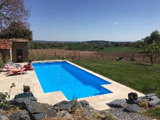 Nice Gite with Internet Access and Television - Gueugnon vacation rentals