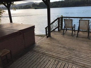Port Orchard:single story waterfront home with spa - Port Orchard vacation rentals