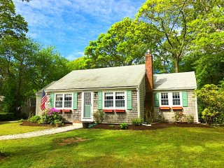 Karen's Cape House - w/ AC; .2 Mi to Wings Cove Beach 1.8 Mi to Bass River Beach - South Yarmouth vacation rentals