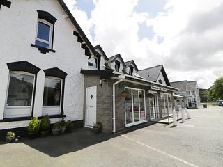 STATION APARTMENT, sleeps five, double ended bath, Llanberis, Ref 954572 - Llanberis vacation rentals