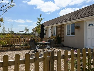 TEAL, bungalow, double bedroom, parking, lawned garden, in Watchfield, near - East Huntspill vacation rentals