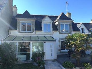 Maison bretonne au calme,totalement rénovée à 200m de la mer - jardin & terrasse - Saint-Guenole vacation rentals