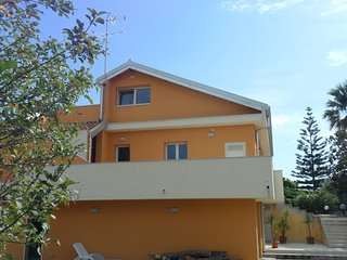 Nice House with Deck and A/C - Villasmundo vacation rentals