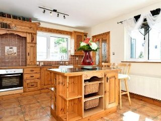 10 minutes to city and beside the seaside - Galway vacation rentals