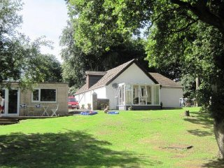 Bright 2 bedroom House in Bonnybridge - Bonnybridge vacation rentals