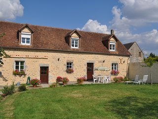 La Pommeraie - Fye - 4 Bed Detached converted barn 10 Minutes from Alencon. - Alençon vacation rentals