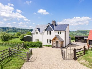 Perfect 4 bedroom House in Llandinam - Llandinam vacation rentals