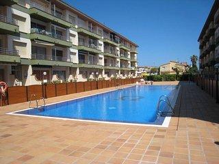 Cozy Condo with Balcony and A/C - Torroella de Montgri vacation rentals