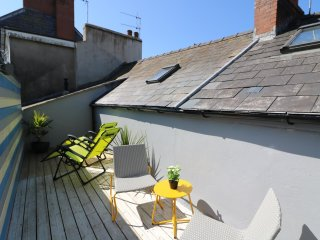 1 CHATSWORTH HOUSE, two-storey flat, spacious, modern, close to amenities - Tenby vacation rentals