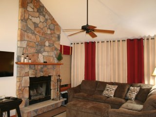 Beautiful Camelback 4 Bdrm / 3 Full Baths / Secluded Deck / Wifi - Scotrun vacation rentals