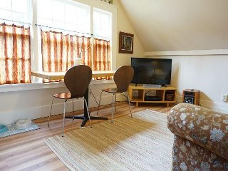 Downtown 1 Bdrm Loft in Arcata - Walk to Everything!  Nice Fenced Yard - Arcata vacation rentals
