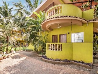 Cheerful 7-BR stay for a large group, 1.6 km from Candolim Beach - Candolim vacation rentals
