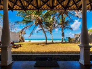 Lankamiya, private villa on the beach ,Wifi ,AC, Breakfasts,Cleaning included.. - Ambalangoda vacation rentals