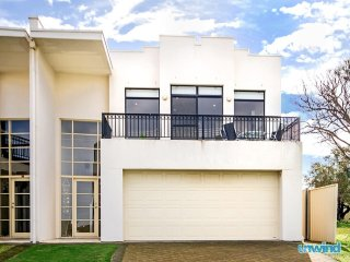 Unwind * 'Strangways' Beach House - Victor Harbor Ocean Views - McCracken vacation rentals