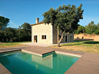 Nice Farmhouse Barn with Deck and Television - Santa Coloma de Farners vacation rentals