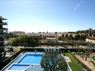 Cozy 3 bedroom Premia de Mar Apartment with Shared Outdoor Pool - Premia de Mar vacation rentals
